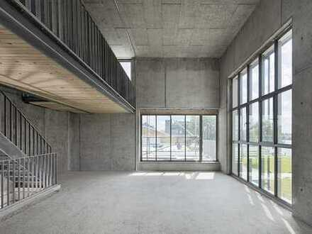 Townhouse for creative people with view of the river Spree / residential living possible on 20 m²