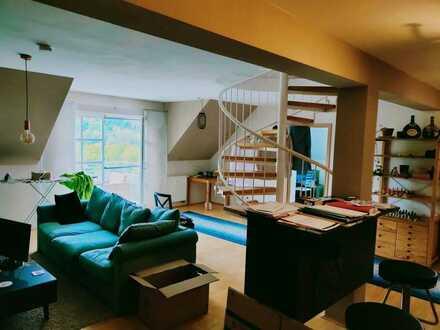 Sonniger, großzügiger Maisonette-Wohntraum mit Mainblick und Balkon