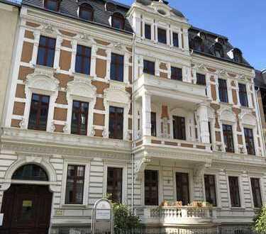 Herrschaftlich Wohnen : Parkett, 2 Bäder, Einbauküche, Balkon & Stellplatzmöglichkeit!