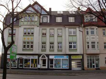 4-Zimmer Stadtwohnung Altbau Citylage 1. OG Einbauküche Pkw-Stellplätze Garten