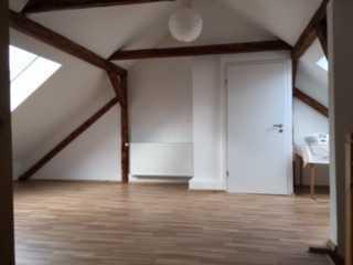 Sanierte 4-Zimmer-Maisonette-Wohnung mit Balkon und Einbauküche in Hanau
