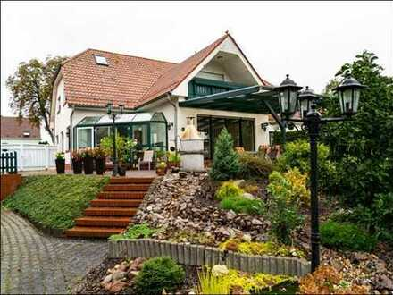 Schönes Zweifamilien- / Mehrgenerationenhaus mit großem Grundstück