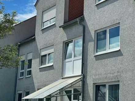 Helle Dachgeschosswohnung mit drei Zimmern und Balkon