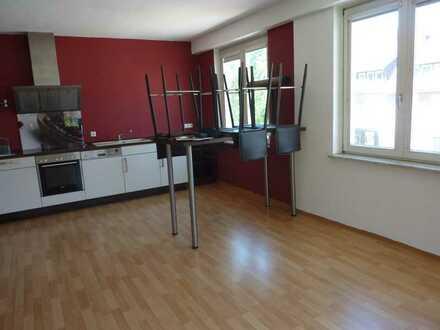 Große 4-Zimmer-City-Wohnung mit EBK