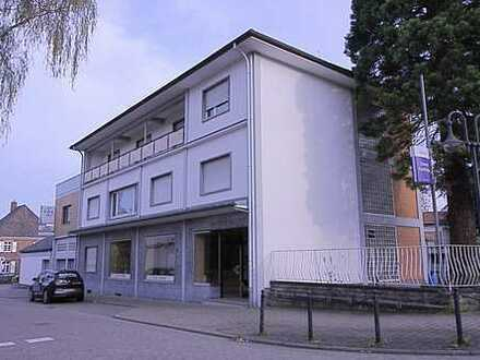 Repräsentatives Haus mit Ladengeschäft und 2 Wohneinheiten