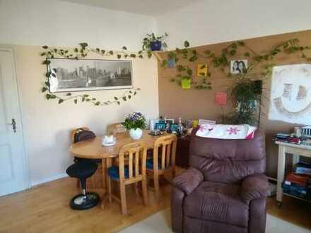Schöne 3-Zimmer-Wohnung mit Balkon und Küche