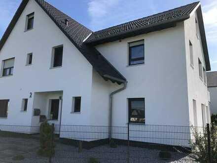 Neuwertige 4-Zimmer-Wohnung mit Balkon und EBK in Oberreichenbach