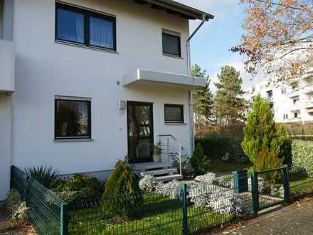 Familienfreundliches Reiheneckhaus in Feudenheim, provisionsfrei, Erbpacht