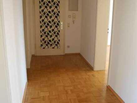 Helle, ruhige 3-Zi-Wohnung mit Balkon/ EBK in Stuttgart-Untertürkheim