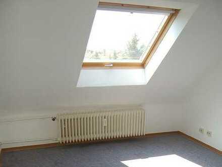 Gepflegte 2-Zimmer-Dachgeschosswohnung mit Einbauküche in Mannheim