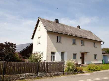 Praktikables Wohnhaus - mit Garten und Garage