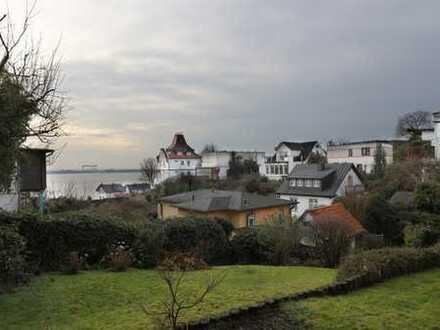 Helle, geräumige zwei Zimmer Wohnung mit Elbblick in Hamburg, Blankenese