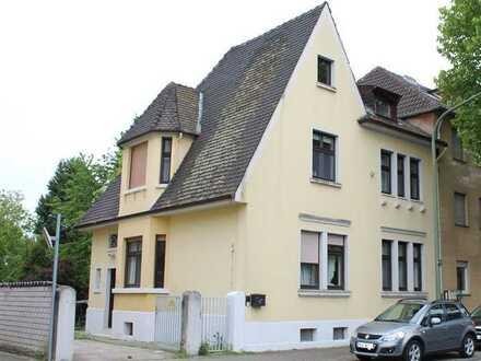 Familienfreundliches Einfamilienhaus mit kl. DG-Wohnung und großem Garten!