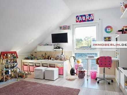 IMMOBERLIN: Frisches Einfamilienhaus mit hellem Ambiente & schönem Garten