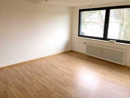 Helles geräumiges Apartement mit Balkon!