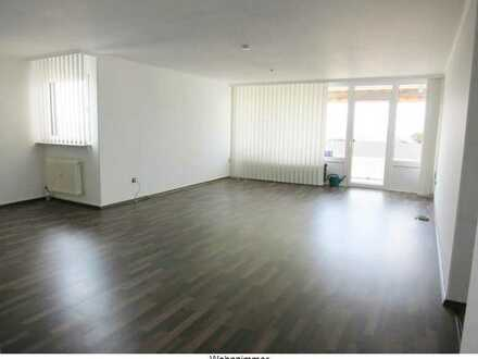 *** Ehepaar mittleren Alters gesucht *** Bieten großzügige 3 ZI.-Whg. mit Balkon u. Bulthaup-Küche
