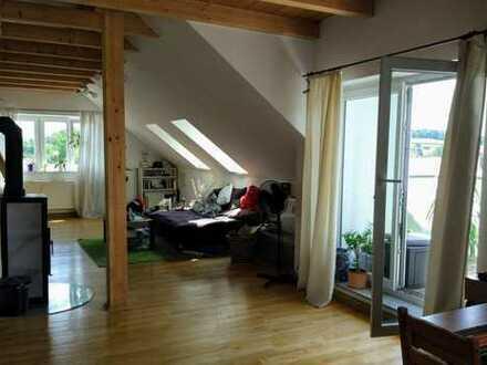 Dachgeschoss Wohnung mit Balkon, von privat