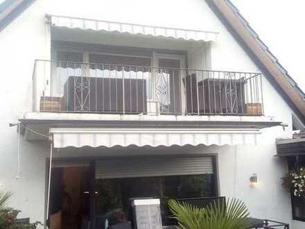Attraktive 2-Zimmer-Dachgeschosswohnung mit Einbauküche und Balkon in Langel, Köln