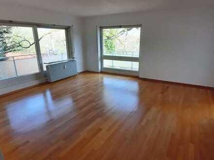 +++ Frisch sanierte 4 Zimmer Wohnung + herrlicher Ausblick + nahe Innenstadt + Balkon & Loggia +++