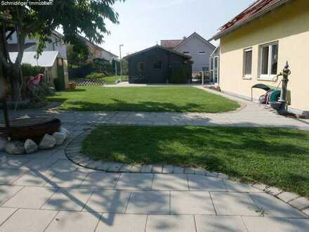 Aussichtreiches Einfamilienhaus mit ELW in Schemmerberg