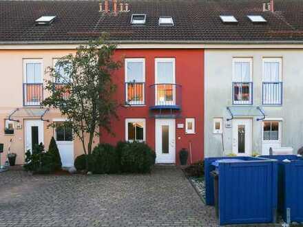 Sonnendurchflutetes Reihenmittelhaus in reizvoller Neubausiedlung, 4 Zimmer, 2 Bäder, Gäste-WC,
