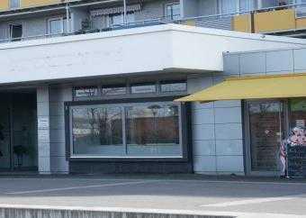 Geschäft mit Nebenfläche in einem Wohn- und Geschäftsgebäude auf der Gelsenkirchner Allee