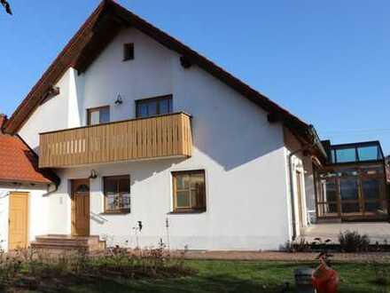 Gepflegte Obergeschosswohnung mit Balkon, Garten- und Garagenanteil in Neuburg-Donau