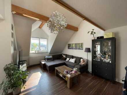 Gepflegte Maisonette-Wohnung mit dreieinhalb Zimmern sowie Balkon und Einbauküche in Illerrieden