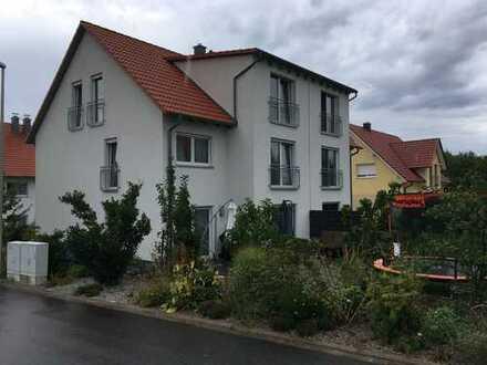 Neuwertige DHH (Architektenhaus) mit sechs Zimmern in Herzogenaurach, Kreis Erlangen-Höchstadt