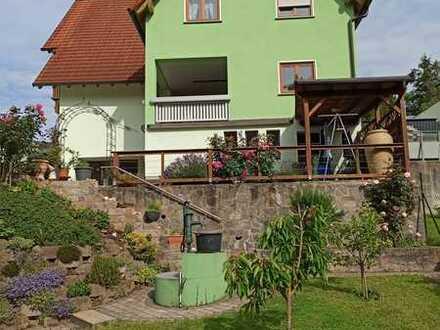 **Erstbezug nach Sanierung in Glattbach** Schöne 4-Zi-Whg incl. EBK, Balkon, Carport u. Garten