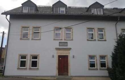 Preiswerte, modernisierte 3-Zimmer-Dachgeschosswohnung in Hartenstein