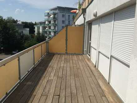 Exklusive, geräumige und möblierte 1-Zimmer-Wohnung mit riesigem Balkon in Reutlingen Hohbuch