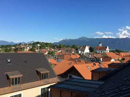 •Sehr schöne und helle Drei-Zimmer-Dachgeschoß-Wohnung mit Galerie