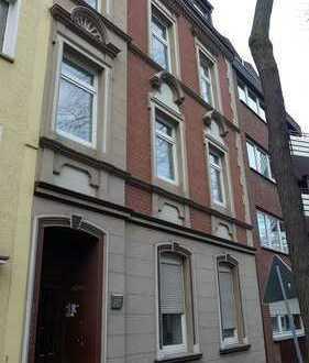 Mehrfamilienhaus mit Studentenwohnungen, vermietet - ruhige Lage von Du- Laar, Nähe Rhein