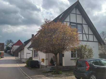 Vollständig renovierte 3,5-Zimmer-Wohnung im Einfamilienhaus mit EBK + Terrasse in Ilshofen-Rupp.