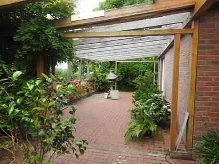 Grosszügiges Wohnhaus mit grossem Gartengrundstück in ruhiger Lage