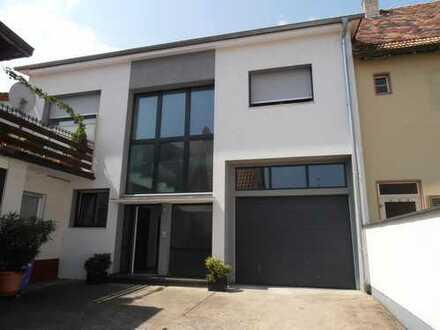 Große, helle OG - Eigentumswohnung in Freinsheim, VKP 353 000,00 Euro.