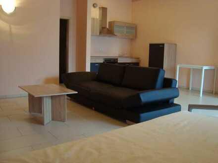 Neuwertige 1-Zimmer-DG-Wohnung mit Einbauküche in Geisling für Wochenendheimfahrer