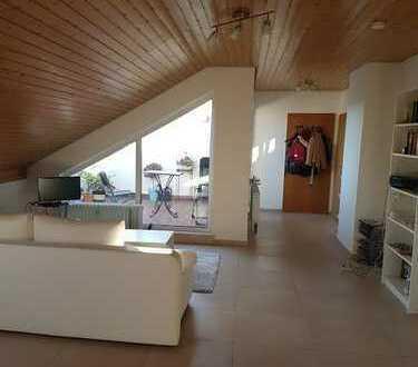 Gepflegte 2-Zimmer-Dachgeschosswohnung mit Balkon und EBK in Schopp
