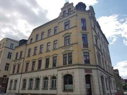 gemütlich wohnen - schön geschnittene - 2 Zimmer-Wohnung - mit Balkon und Einbauküche