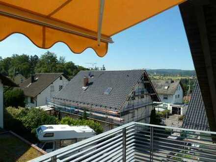 Schöne Aussicht - Wohnen am Rande der Natur! Großzügige DG-Wohnung (4 Zimmer, Balkon) in Pfaffenrot