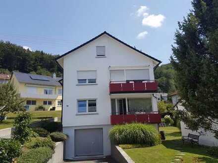Günstige, gepflegte 4-Zimmer-Wohnung mit Balkon und Einbauküche in Albstadt