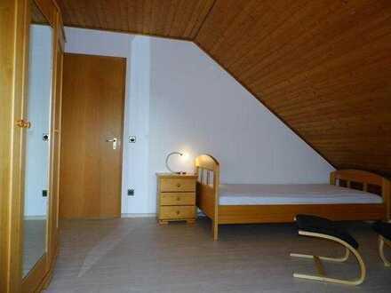 Gemütliches Zimmer mit Balkon