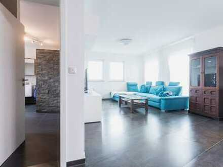 Neuwertiges Penthouse - top Ausstattung: TG-Stellplatz - hochwertige EBK - Luxusbad - uvm.