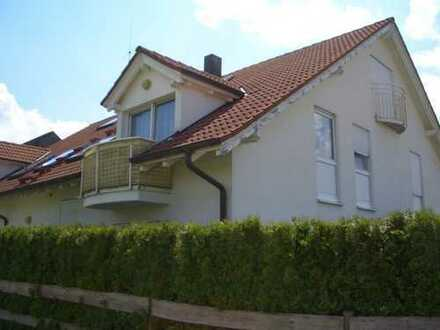 helle, gepflegte 2-Zimmer-DG-Wohnung mit kleinem Balkon und EBK in Walddorfhäslach