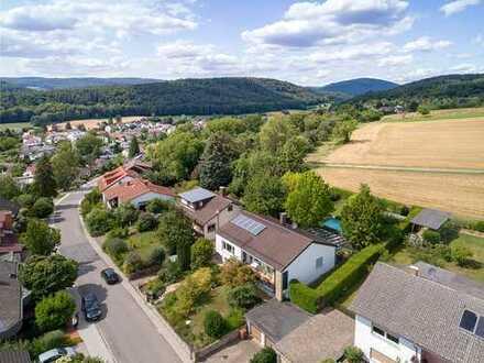 Großzügiges, saniertes Ein- bis Zweifamilienhaus in ruhiger Feldrandlage von Wiesenbach
