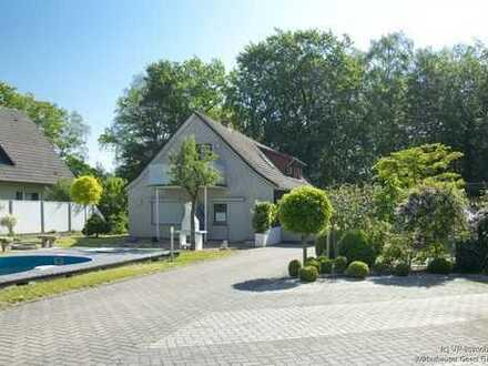 Einfamilienhaus mit Einliegerwohnung und toller Gartenanlage