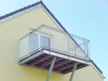Nichts und niemanden über sich zu haben ist ein Privileg. Helle DG-Wohnung mit Balkon u. Stellplatz