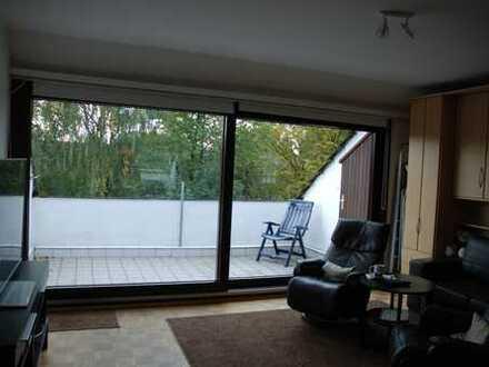 Attraktive, gepflegte 1-Zimmer--DG-Wohnung mit grosser Dachterrasse in Müheim an der Ruhr.