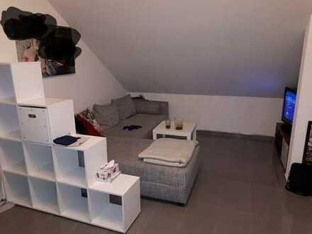 2-Zi. DG-Wohnung in saniertem Dreifamilienhaus, OT Graben